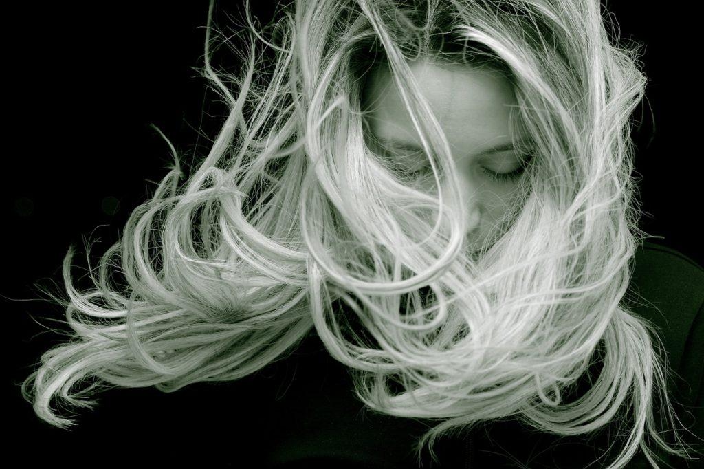 Jemné, poškodené, alebo krepaté? Každé vlasy môžu byť krásne, vieme, ako na to