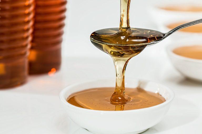 Klady a mínusy medovej masáži